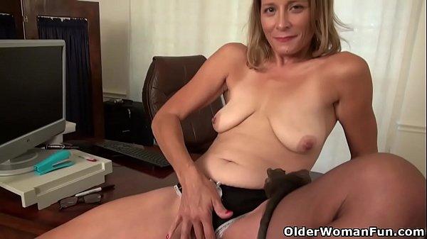 Возбужденные половые губы взрослой женщины