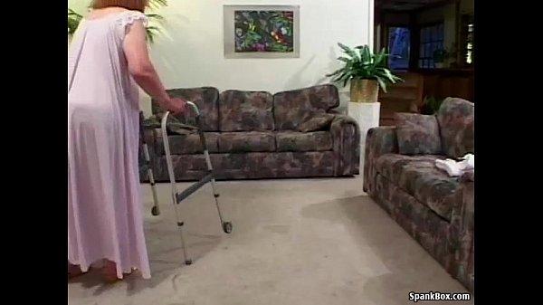Смотреть порно онлайн молодой парень лижет волосатую пизду старой бабке
