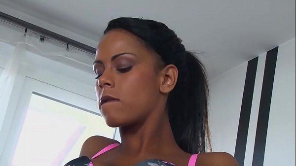 Camelia Sora Mea E Filmata De Mine Cand Ii Trag La Muie Si O Fut Porno Cu Negrese Sexy