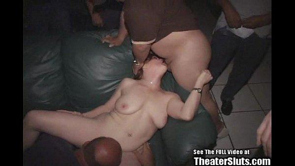 Порно в кинотиатре фото