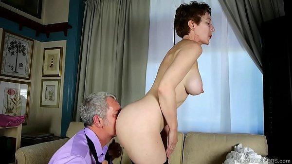 Красивый секс с матерью кончить в неё
