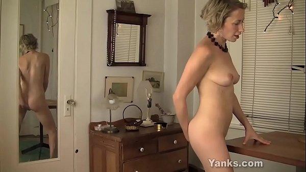 Мастурбация сквирт в спальне