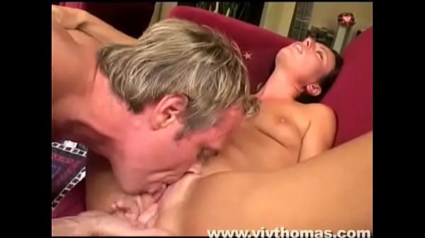 Кунилингус два парня доводят до оргазма облизав ее онлайн