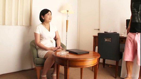 【宮園とわ子】昭和39年生まれの熟女が息子より若い男の肉棒を欲しがるエロス・・・