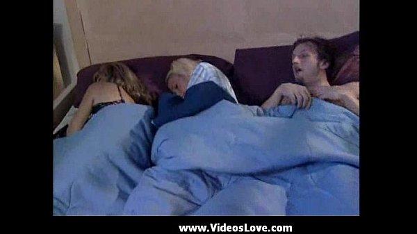 Секс сын с мамы спящим