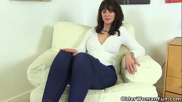 Stunning MILF Helena Sweet with big melons is fingering her juicy cunt № 352400 без смс