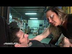 Directrice de 35 ans sodomisée dans l'entrepôt!
