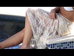Sexy Capri Cavanni loses her bikini with the po...