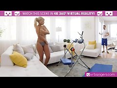 VR PORN-BRIDGETTE B SEXY MOM HAVING SEX WITH TH...