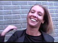 Vlaamse Stephanie wordt geneukt in een auto (Be...