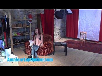 splendida 18anni rossa mostra il corpo al suo primo casting mai