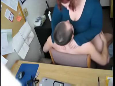 grasso rossa scopata in ufficio
