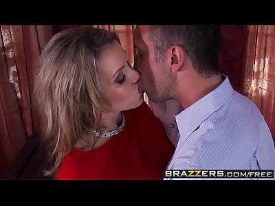 (Courtney Cummz, Julia Ann) share one lucky cock - Brazzers