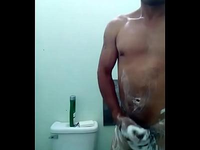 Cuino...en la ducha exitandose.... mmm rico