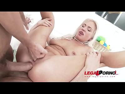 Gaping Milf Kathy Anderson fucks 3 big cocks for the 1st time