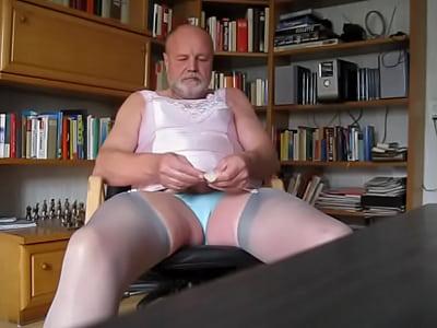 #dildo_shemale_masturbation_kinky