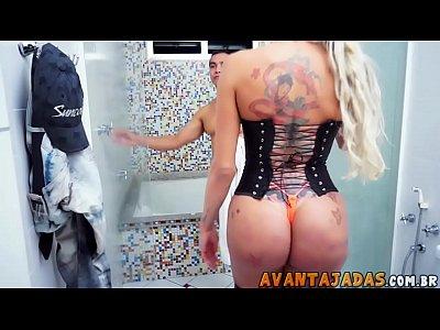 Samantha transex fodendo com namorado apos o banho