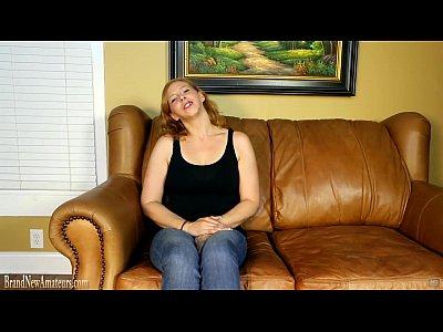 mamma casting couch si masturba poi dando un pompino