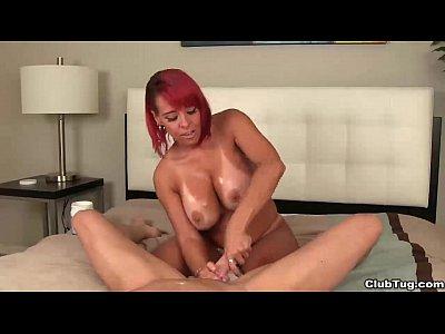 clubtug-redhead milf pov masturbazione con la mano