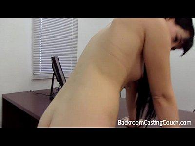 Giovane mamma assfuck e creampie casting