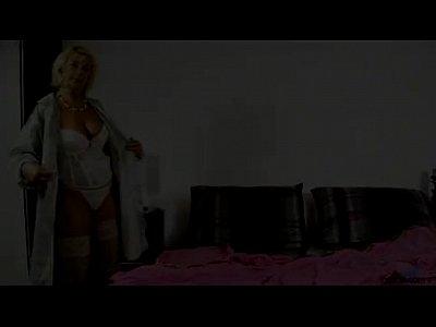 Cock Hungry Housewife Masturbates