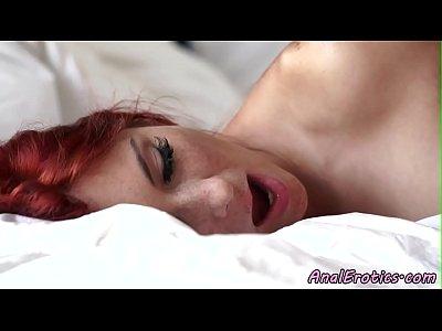 giovane rossa babe assfucked e jizzed