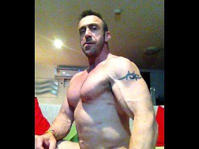 solo_masturbation_gay_bodybuilder_muscle