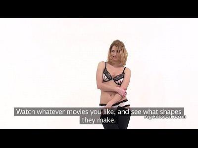 bionda in lingerie ottiene modeling casting