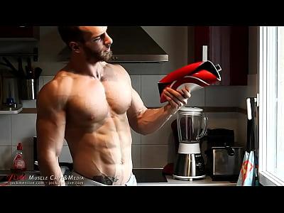 gay_bodybuilder_muscle