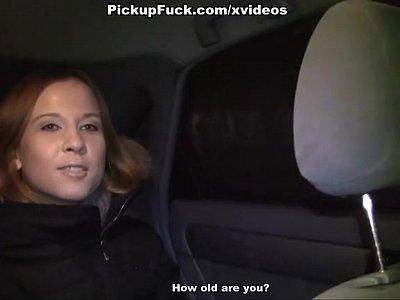sexy redhead scopata in auto