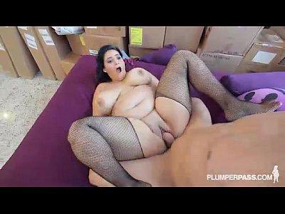 Latina BBW MIlF Fucks Hung Handyman