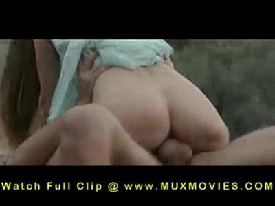 mi esposa culona con vagabundo (le pone el pene en el culo)