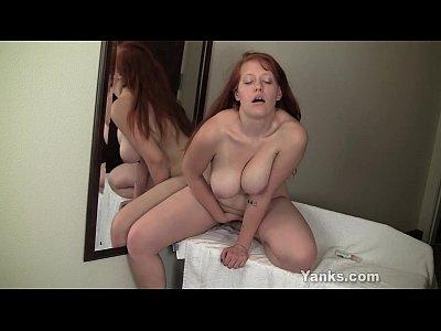 rossa ginny si masturba la sua figa