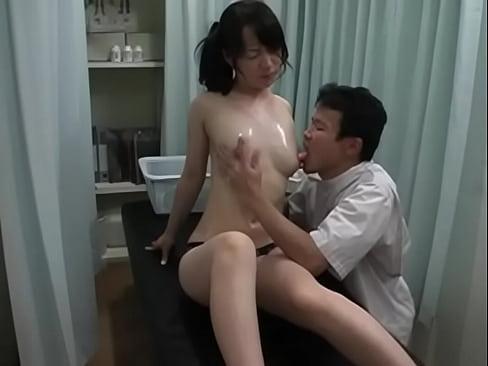 【xvideos】色白な美乳お姉さん美女素人の盗撮個人撮影ローションマ...