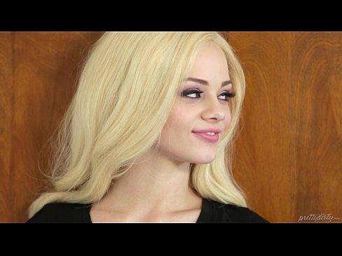 A Facut Sex Cu O Blonda Care Ia Luat Mintile Cu Corpul Ei