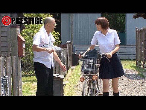 【xvideos】制服でお尻女のキス痴漢無料エロ動画!