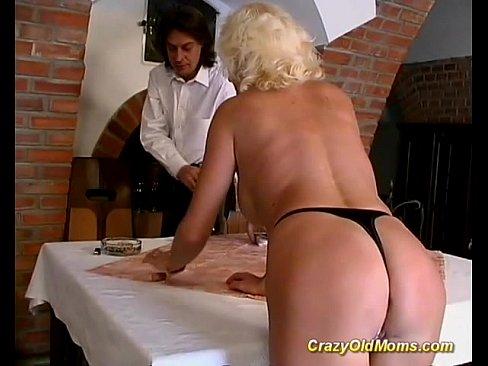 Напоил мать и трахнул порно