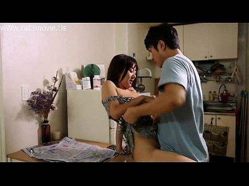 長電話をする彼女に嫉妬した彼氏が強引に服を脱がされエッチ開始!ラブラ...