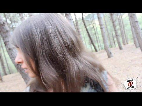 【外国人昏睡レイプ】巨乳美女が追い立てられ森に迷い込んで遭難気絶…。...