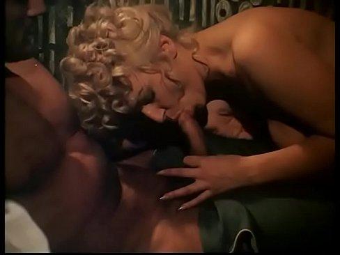 2 Surori Vizioneaza Filme Porno Iar Una Trece La Supt Pula Sotului Infierbantat Xxx