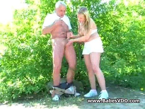 порно дед дрочит внуку в лесу фото