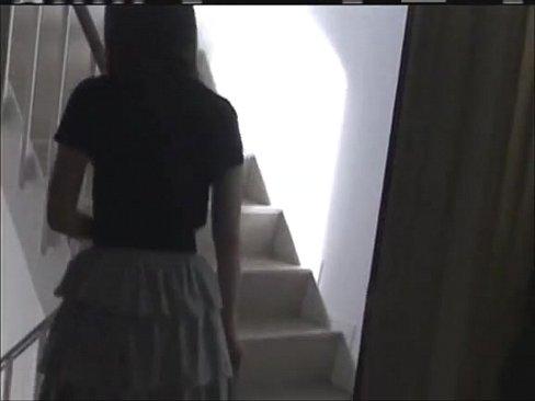 【美人ギャル動画】(お触りのみ)きれいなロングヘアの美人お姉さんを図書...