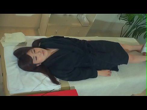【ギャルのマッサージ動画】いい身体をした美女がお香の香りの中で正気を失...