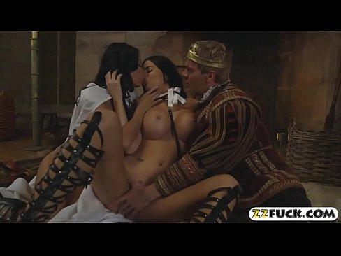 Filme Porno Cu Regele Care Fute Doua Slugi Tatoase