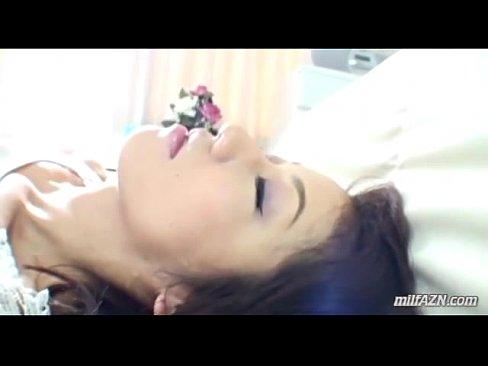 熟睡している熟女に無理矢理キスをして体中を舐めまわされる。そして、最...