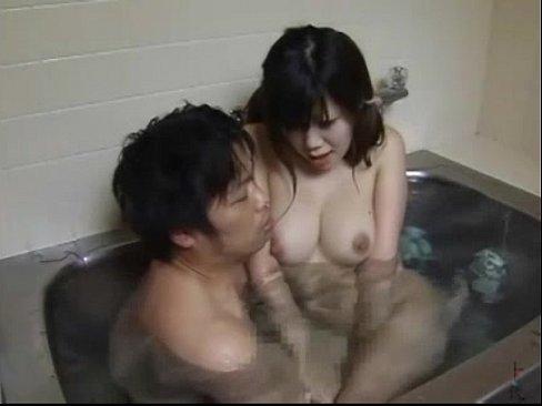 巨乳娘がお兄ちゃんとお風呂入ってオマ○コにイタズラされちゃった…!