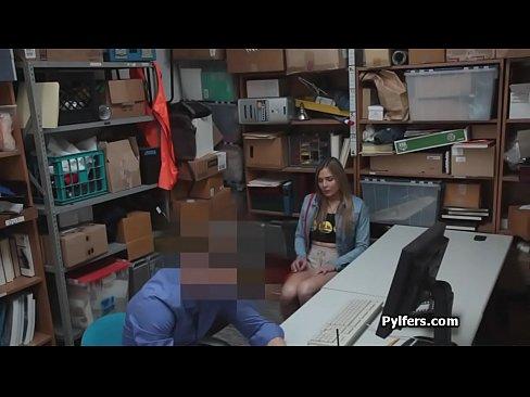 Curvy teen deepthroats security guard cock