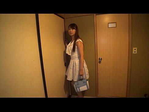 温泉にて、巨乳の痴女美少女の、ハメ撮りフェラ無料動画!【痴女、美少女...