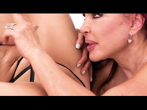 Kianna Dior & Sexy Vanessa Have Lesbian Fun