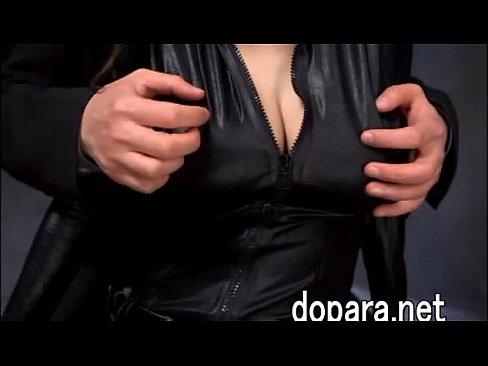 セクシーな巨乳の人妻がパツパツのスーツを着て男性とセックス!着衣のままバックでハメられる